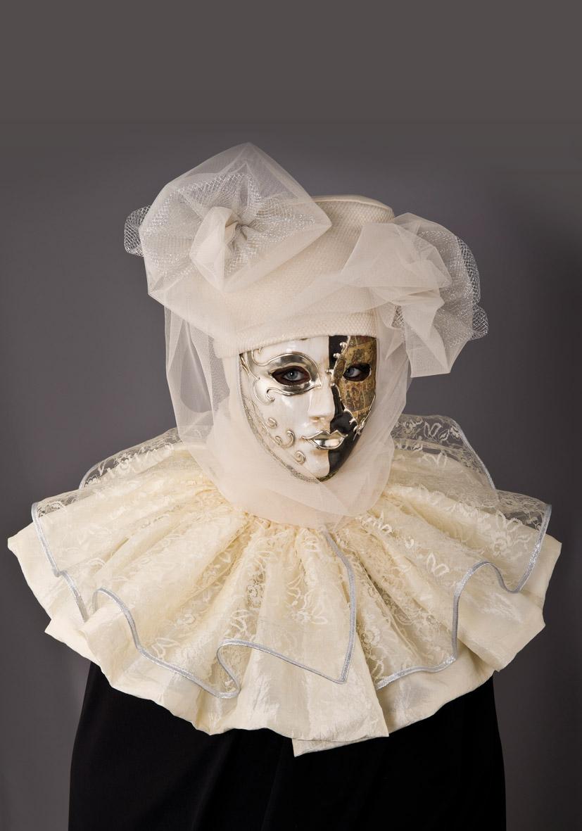 Copricapo veneziano bianco con mantellina