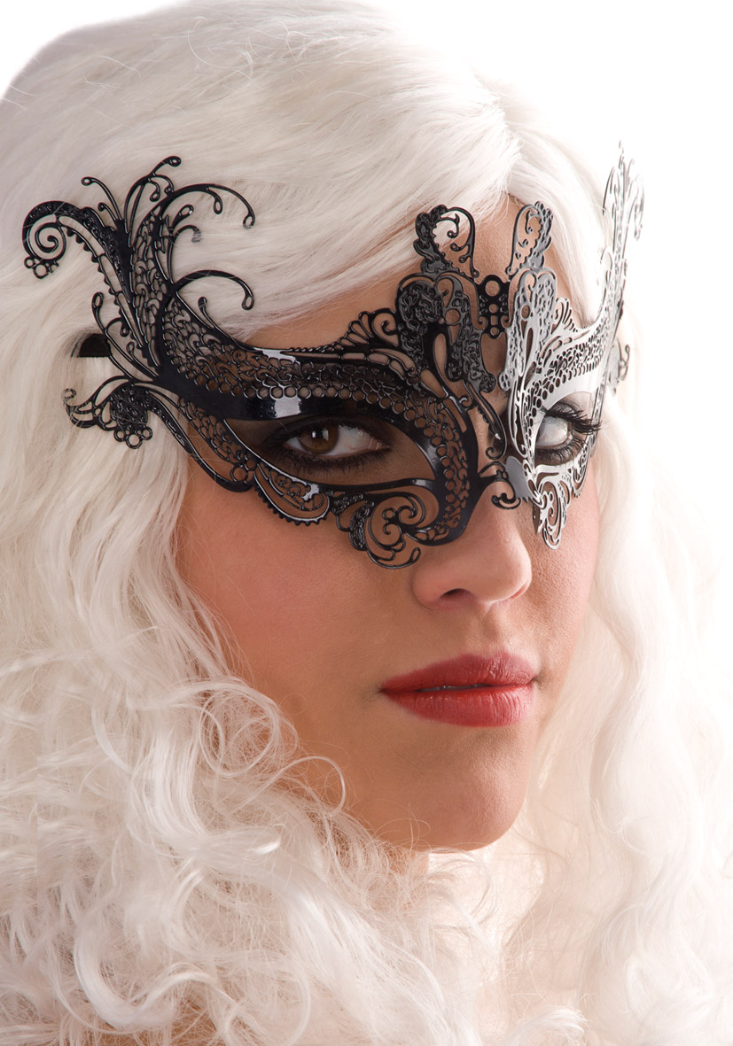 900730-maschera-nera-metallo